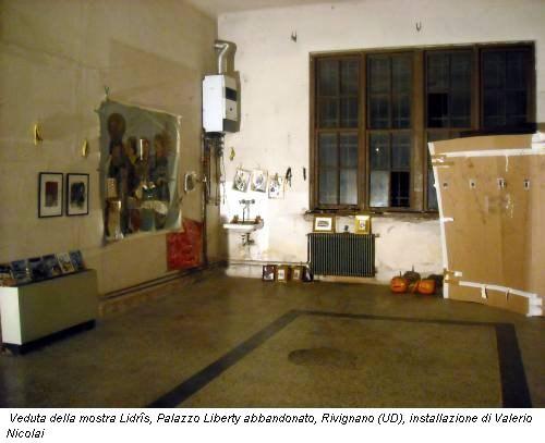 Veduta della mostra Lidrîs, Palazzo Liberty abbandonato, Rivignano (UD), installazione di Valerio Nicolai