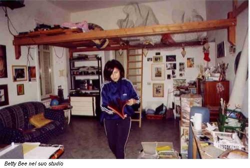 Betty Bee nel suo studio