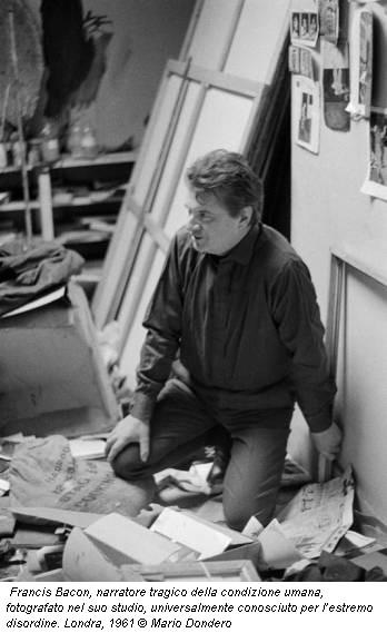 Francis Bacon, narratore tragico della condizione umana, fotografato nel suo studio, universalmente conosciuto per l'estremo disordine. Londra, 1961 © Mario Dondero