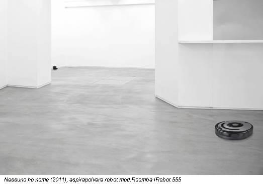 Nessuno ho nome (2011), aspirapolvere robot mod.Roomba iRobot 555