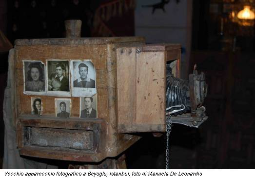 Vecchio apparecchio fotografico a Beyoglu, Istanbul, foto di Manuela De Leonardis