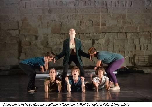 Un momento dello spettacolo Xylellaland/Tarantule di Toni Candeloro, Foto: Diego Latino