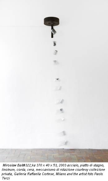 Miroslaw Bałka 370 x 40 x 53, 2003 acciaio, piatto di stagno, linoleum, corda, cera, meccanismo di rotazione courtesy collezione privata, Galleria Raffaella Cortese, Milano and the artist foto Paolo Terzi