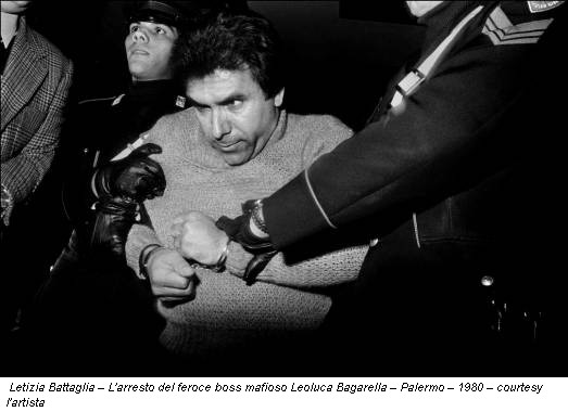 Letizia Battaglia – L'arresto del feroce boss mafioso Leoluca Bagarella – Palermo – 1980 – courtesy l'artista