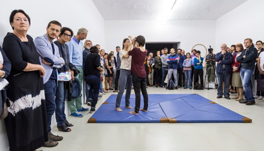 Fino al 21.XI.2015   Ingrid Hora   You play this game, which is said to hail from China […] (Der Grillentöter/L'Ammazzagrilli)   Ar/Ge Kunst Galerie Museum, Bolzano