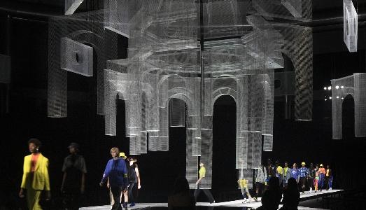 L'installazione di Edoardo Tresoldi alla Milan Fashion Week