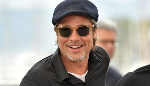 Brad Pitt in tour privato alla Tate Modern, tra Jenny Holzer e Natalja Goncarova