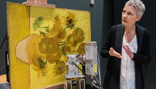Cosa nascondono i Girasoli? Uno studio rivela nuovi particolari dell'opera di Van Gogh