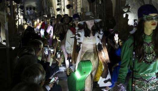 Polemiche e pailettes: la sfilata di Gucci ai Musei Capitolini