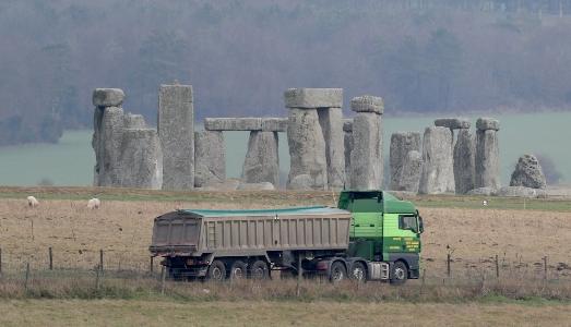 Nuovi problemi per il tunnel di Stonehenge