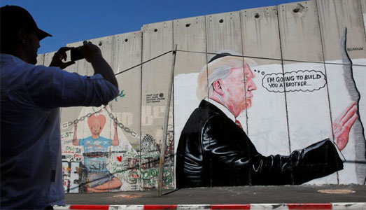 Trump spunta    sul muro di Betlemme