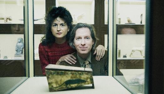 Wes Anderson e Juman Malouf portano il sarcofago di Spitzmaus alla Fondazione Prada