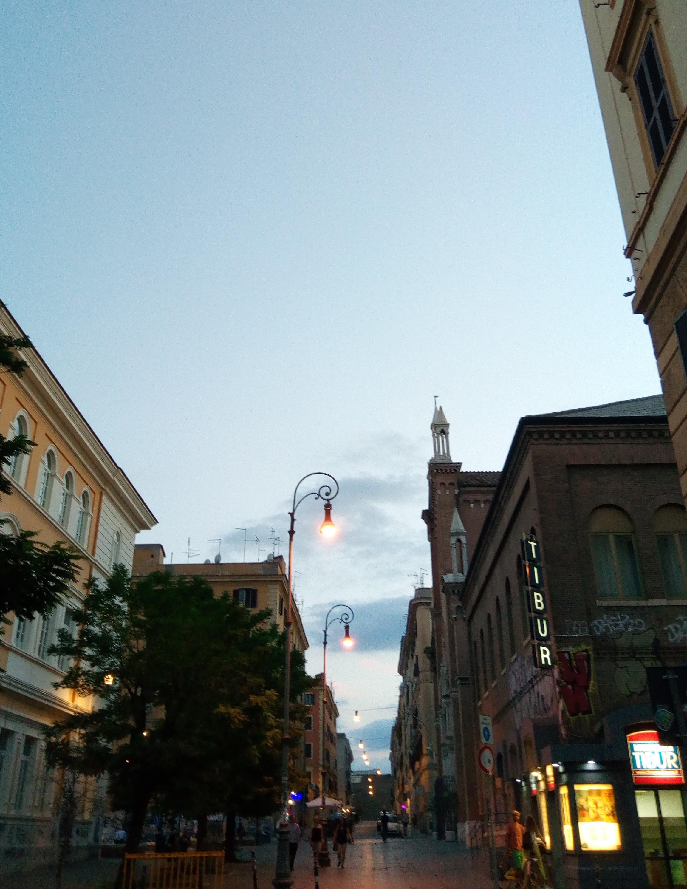 Roma, quartiere san Lorenzo, ad agosto