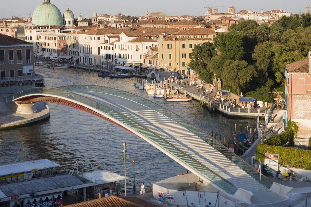 Santiago Calatrava condannato per il Ponte della Costituzione a Venezia