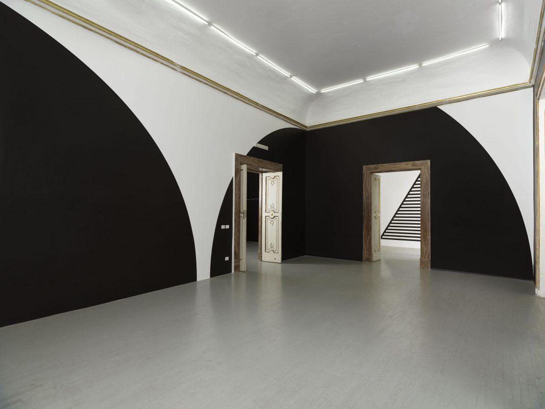 Sei Wall Drawings di Sol LeWitt alla galleria Alfonso Artiaco di Napoli.