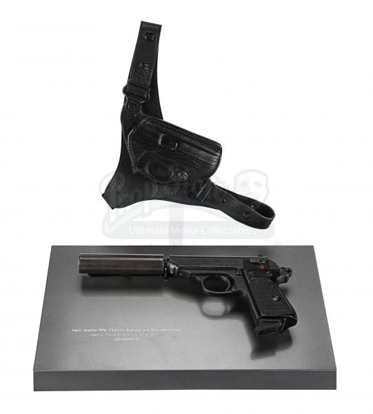 "Pistola, silenziatore e fondina di James Bond, in ""James Bond: Goldenbeye"" (1995) (stima: £40000 - £60000)"