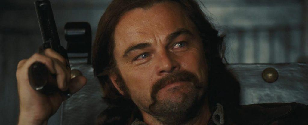 Leonardo Di Caprio in una scena di C'era una volta... a Hollywood, di Quentin Tarantino