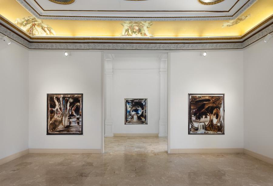 Veduta della mostra di Elisa Sighicelli a Napoli