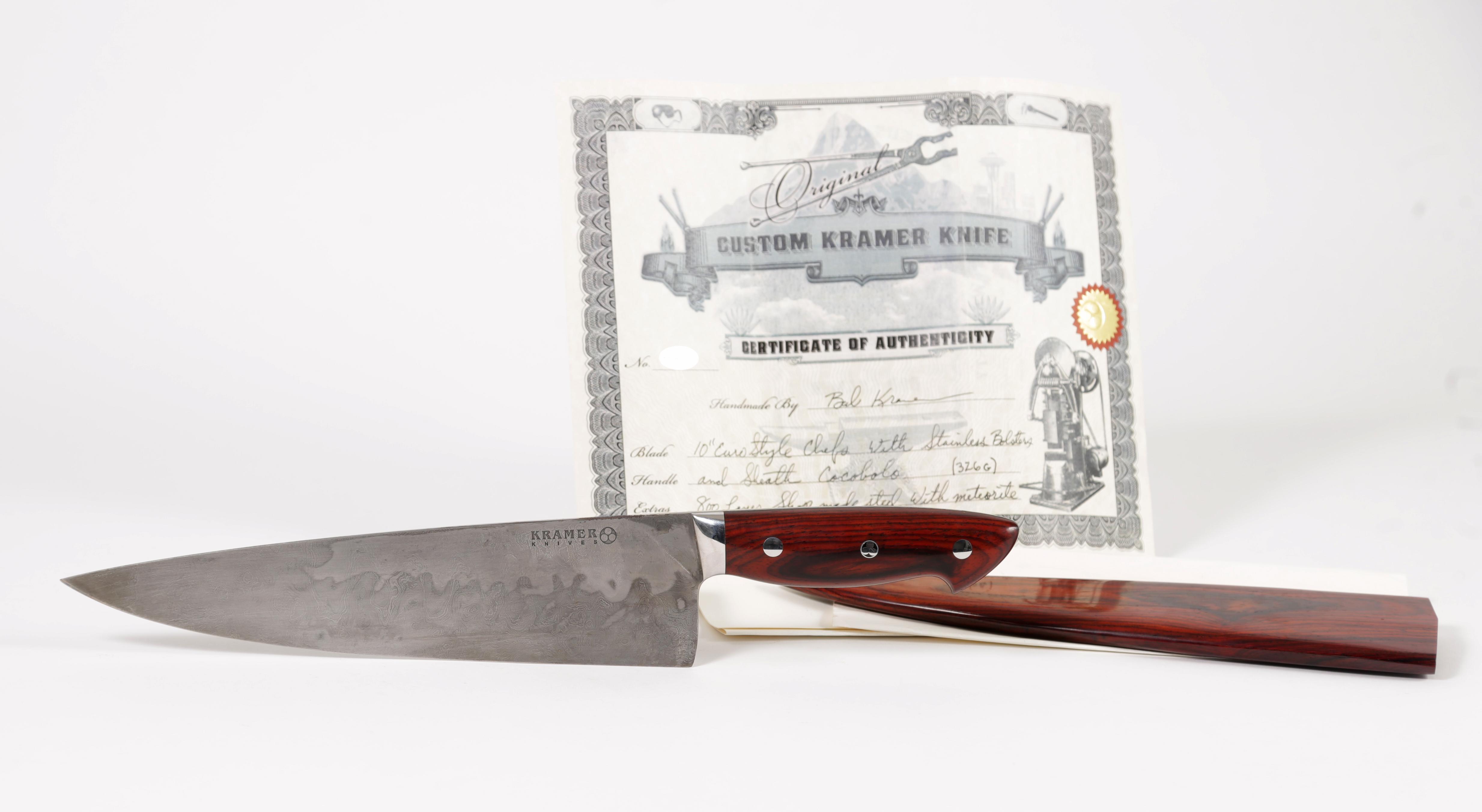 Il coltello Bob Kramer fatto su misura per Bourdain, andrà all'asta con una stima tra i 4 e i 6mila dollari.