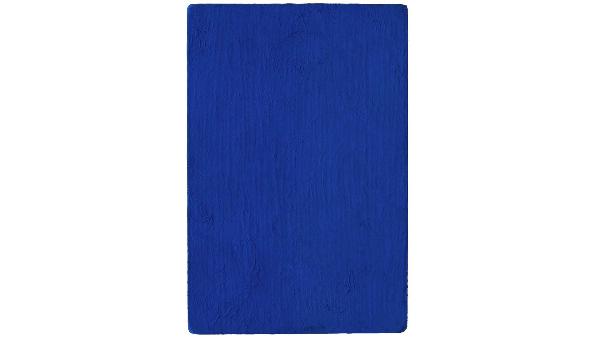 Un Monocromo blu (IKB 98) del 1957 (courtesy of Succession Yves Klein c/o ADAGP Paris)