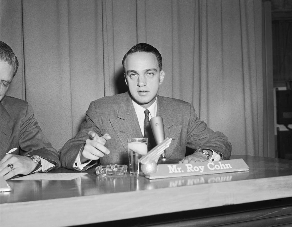 Roy Cohn nei primi anni da avvocato (courtesy Getty)