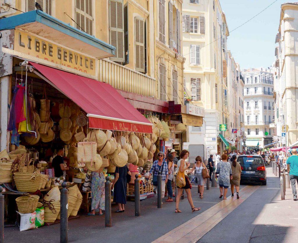Una strada del quartiere di Marsiglia per Manifesta 13