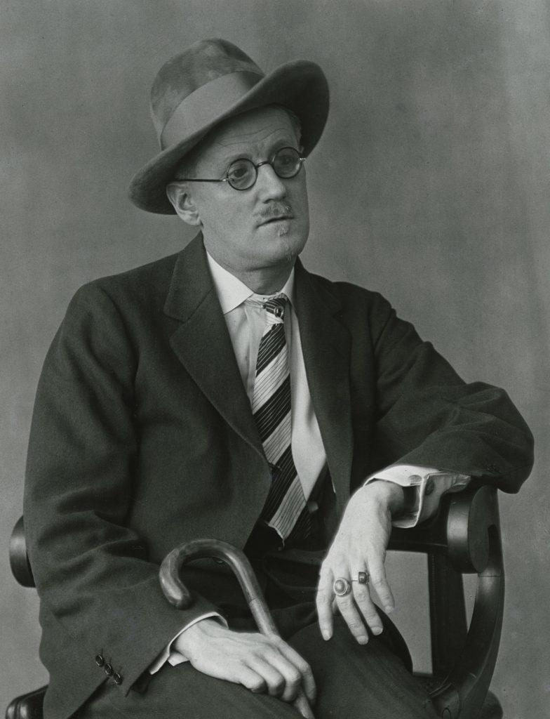 Berenice Abbott. James Joyce, Paris, 1927 Stampa vintage ai sali d'argento Cm 52.5 x 42.5 x 3 Courtesy of Howard Greenberg Gallery, New York © Berenice Abbott/Getty Images