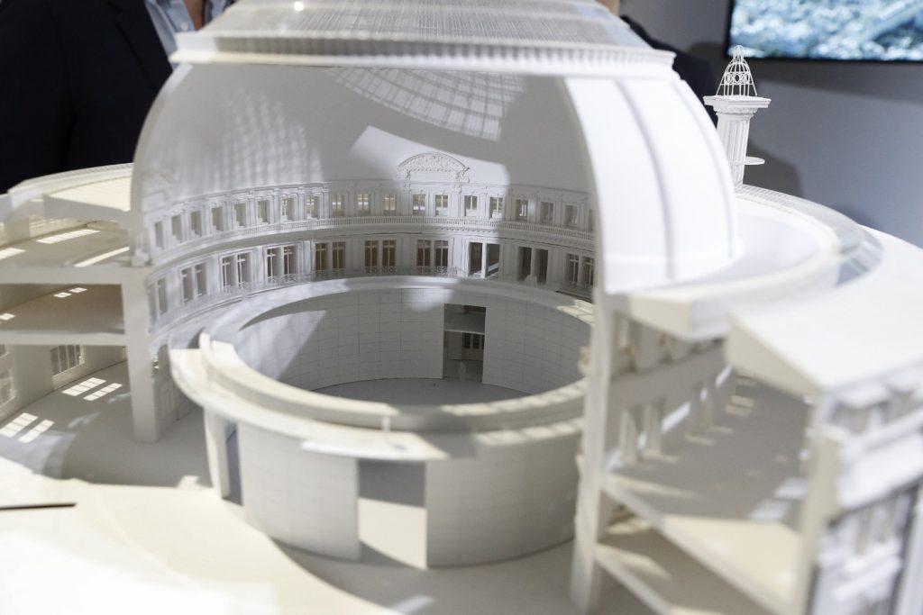Modellino della Collezione Pinault alla Bourse di Parigi