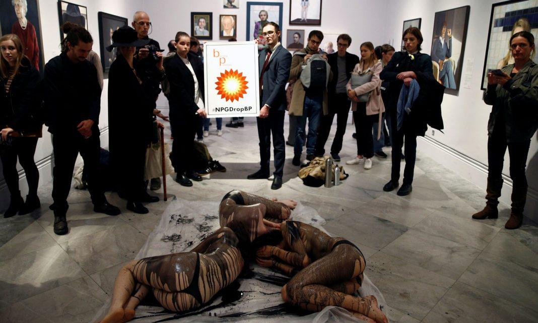 La protesta di Extinction Rebellion alla National Portrait Gallery