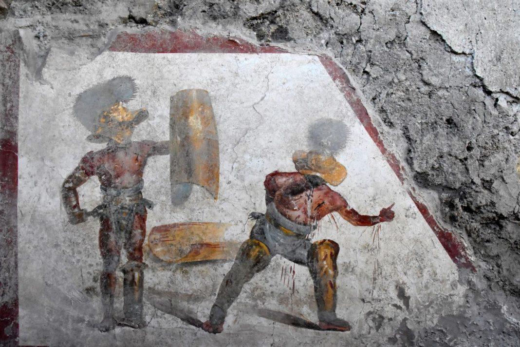 L'affresco con i gladiatori scoperto a Pompei
