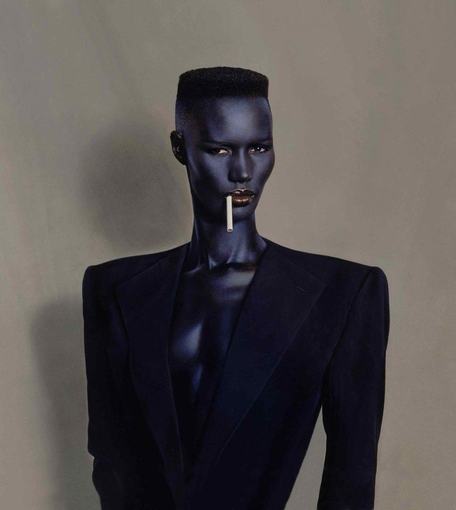 Blue Black in Black on Brown di Jean-Paul Goude (1981).