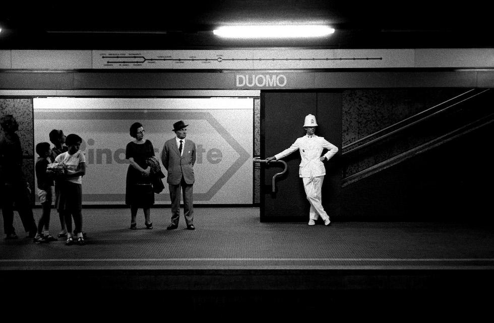 Ghisa in attesa del metrò © Archivio Carlo Orsi