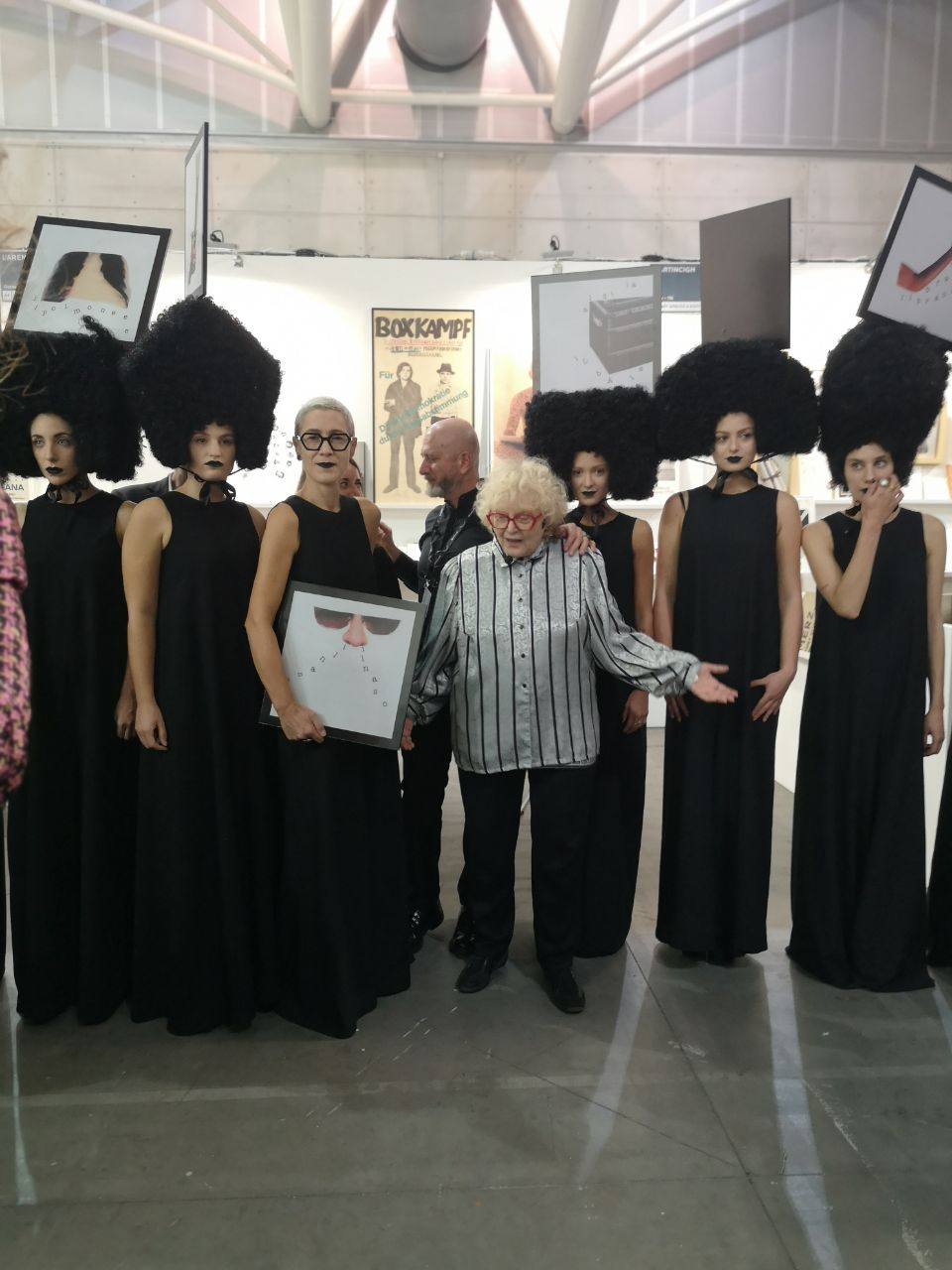 Tomaso Binga e le modelle della sua performance. Hair concept by Franco Curletto