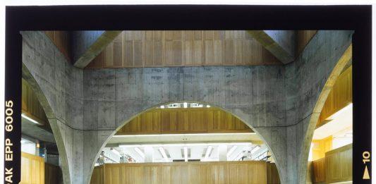 Architettura, silenzio e luce. Louis Kahn nelle fotografie di Roberto Schezen