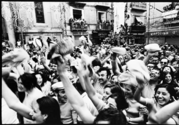 """Mimmo Jodice, """"Feste popolari in Campania 1974"""". Lotto n. 409. Asta Il Ponte"""