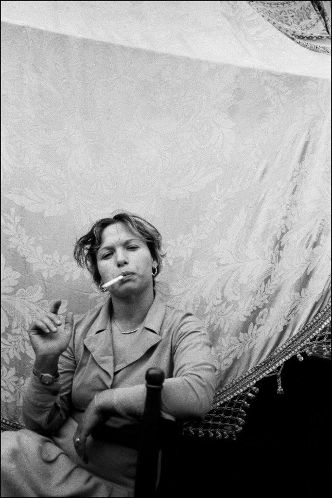 Letizia Battaglia, Donna che fuma, Catania, 1984 © Letizia Battaglia