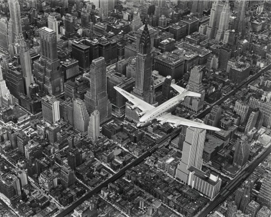 Bourke-White, aereo sorvola New York, 1939. Images by Margaret Bourke-White© (1939) The Picture Collection Inc. All right reserved