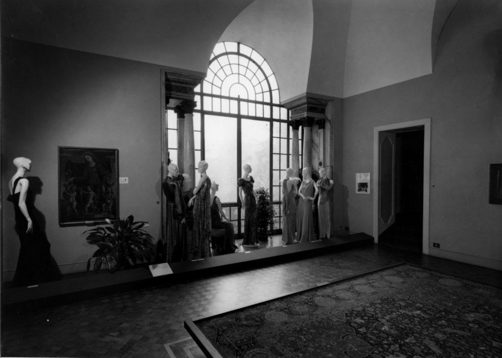 """Veduta d'installazione della mostra """"1922-1943 Vent'anni di moda italiana"""""""