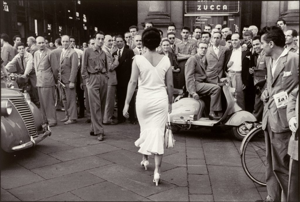 Mario De Biasi, Gli italiani si voltano. Moira Orfei 1954 © Archivio Mario De Biasi distribuito da Mondadori Portfolio