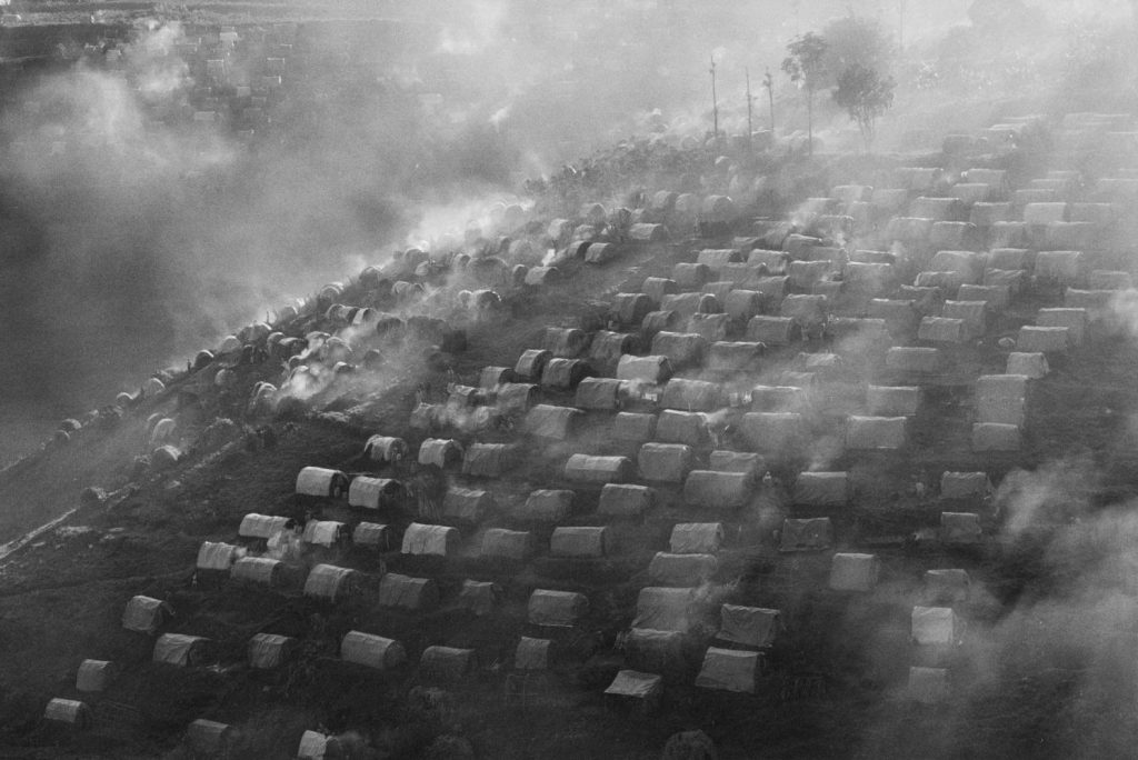 "The Kibeho refugee camp in the ""Zone Turquoise"", Rwanda, 1995 © Sebastião Salgado / Amazonas Images / Contrasto"