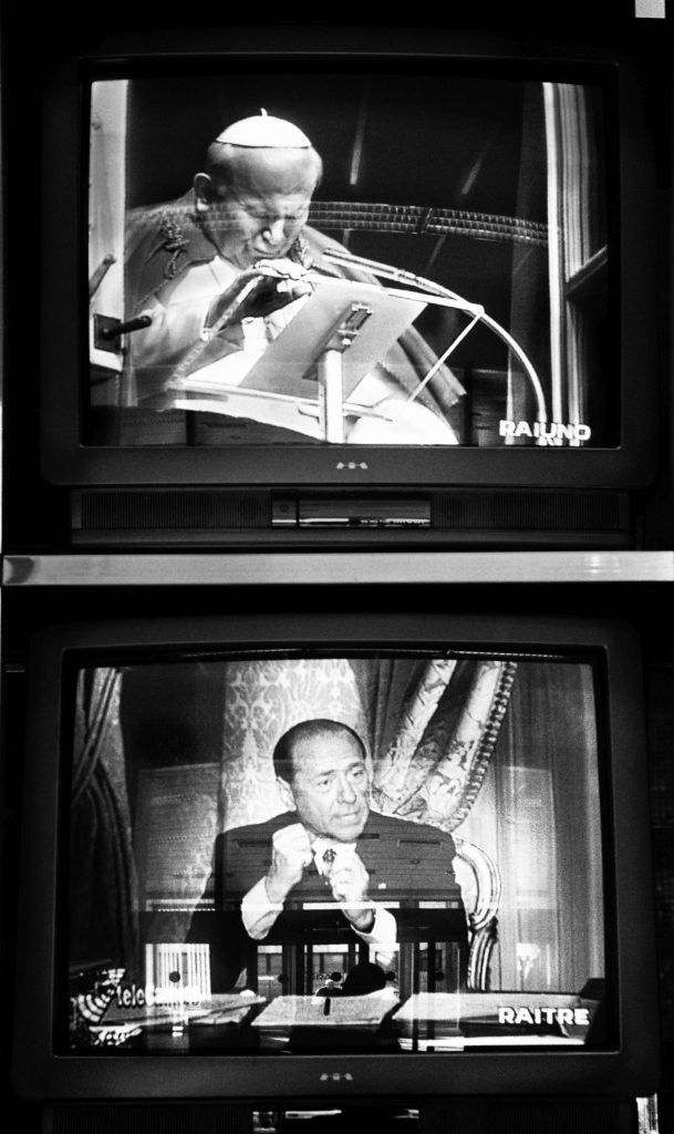 Stefano De Luigi, Monitor fotografati negli studi Rai di Cinecittà. Roma, 1995