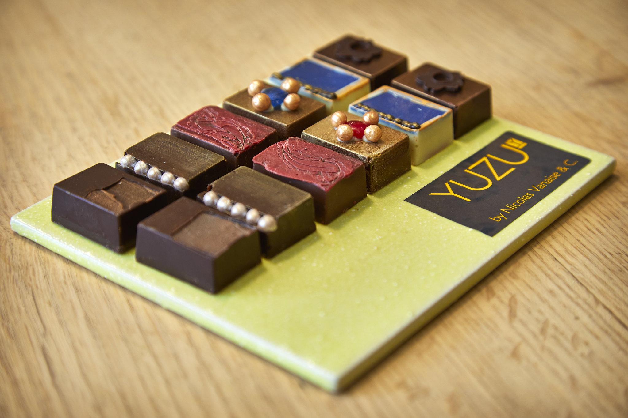 a cioccolateria Yuzu di Gent per l'occasione ha creato sei nuovi cioccolatini con gli ingredienti che avrebbe potuto assaggiare anche Van Eyck, dalle forme ispirate ai dettagli delle opere del maestro fiammingo