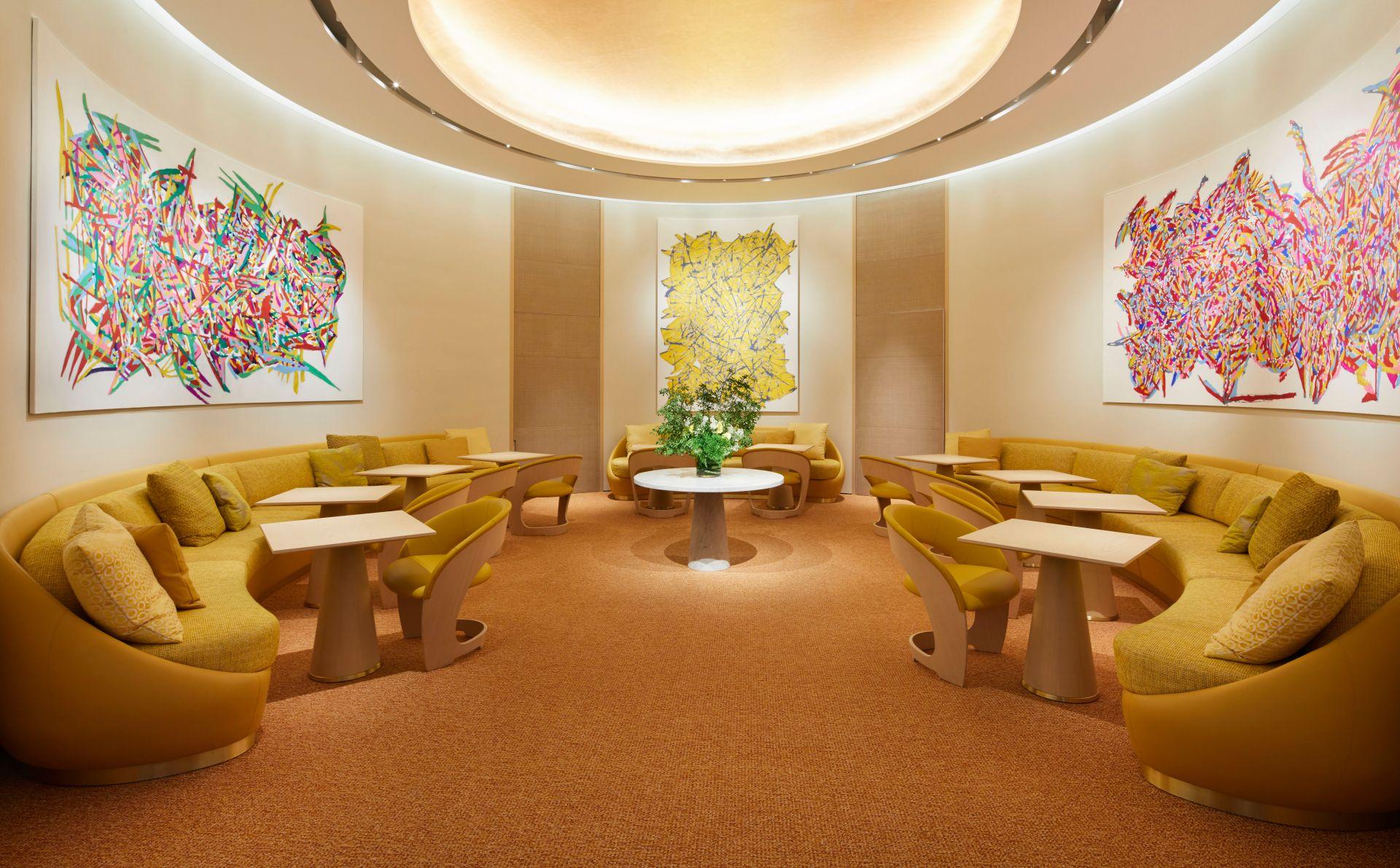 Uno dei suggestivi ambienti dello store Louis Vuitton di Osaka, pensato per assomigliare a uno yacht di lusso (Courtesy: Louis Vuitton)