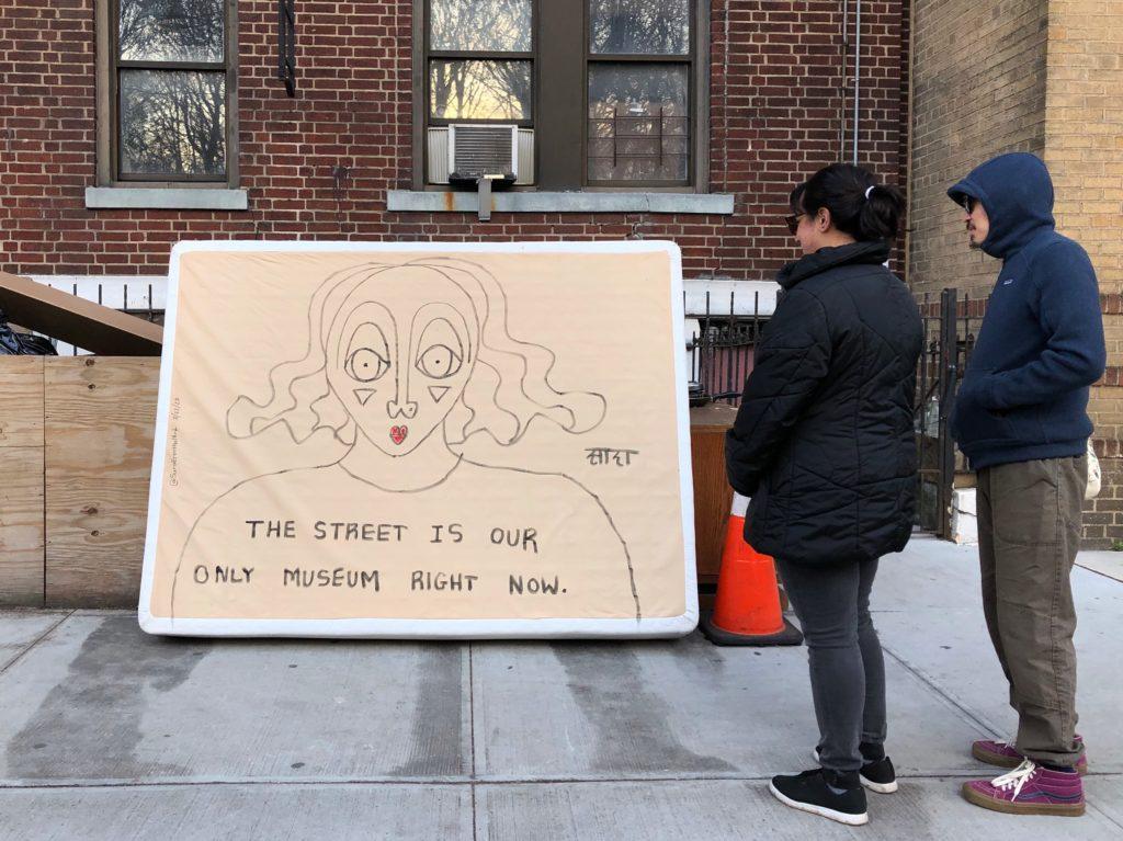 La street art si offre per una narrazione alternativa della quarantena. Qui un lavoro di Sara Erenthal a New York (Foto: Sara Erenthal)