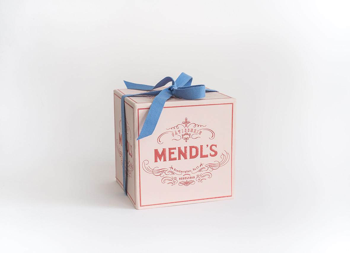 Annie Atkins ha creato anche le famose confezioni di Mendl's per il film Grand Budapest Hotel di Wes Anderson. Questa e altre storie sono presenti nel nuovo libro edito da Phaidon