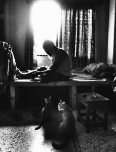Tahia Farhin Haque, The cats and their owner, Dhaka, 2017 (courtesy of the artist)