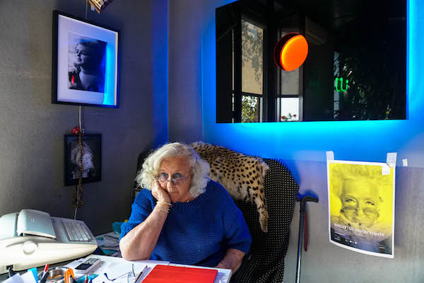 Nanda Vigo in una fotografia di Ilaria Defilippo
