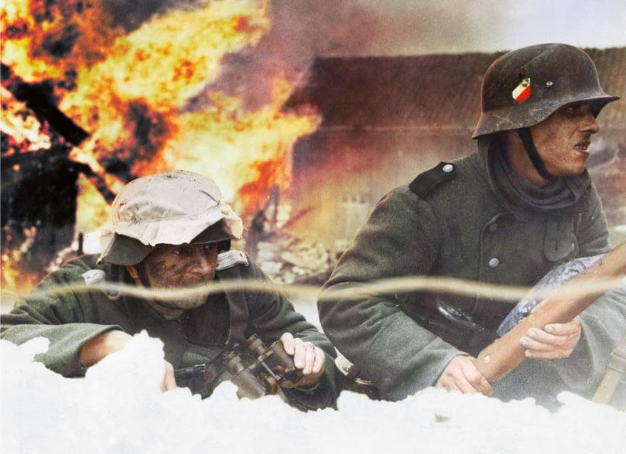 Un'artista ha ricolorato alcune foto in bianco e nero dei conflitti mondiali, per una nuova rilettura. Qui le truppe tedesche durante l'avanzata in Norvegia nel 1940. Questa è solo una delle notizie dal mondo dell'arte di questa settimana per exibart.artworld (Photograph: Ullstein Bild/Getty Images)
