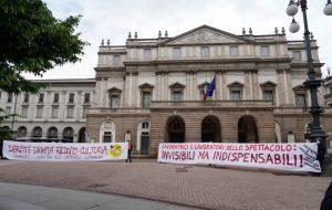 Davanti al Teatro alla Scala di Milano, 31 maggio 2020