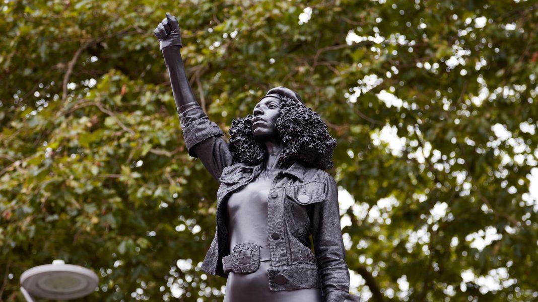 Tra le notizie dal mondo dell'arte di questa settimana, la statua di un'attivista del movimento BLM, rimossa 24 ore dopo la sua installazione.